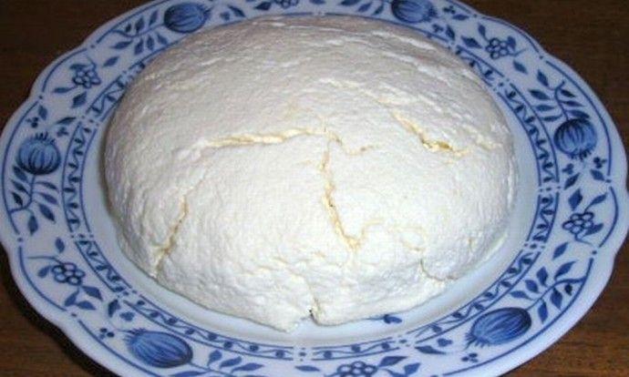 Domácí sýr z mléka a citronů
