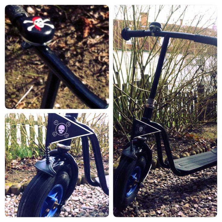 """PUKY Roller Customizing auf Wunsch: """"piratenschwarz"""". Logo Chassalla Bikeparts"""