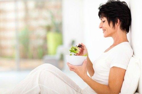 女性が特に気を付けなければならない心臓病や骨粗しょう症、糖尿病、乳がん、高血圧など慢性疾患の危険性を低くするための栄養素を5つ紹介しています。~自然療法の情報マガジン「Naturopathy」~