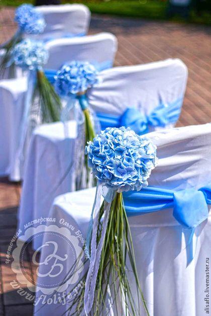Купить или заказать Оформление свадьбы в голубом цвете в интернет-магазине на Ярмарке Мастеров. Свадьба замечательной пары Ольги и Романа прошлым летом. Церемония состоялась в Гольф клубе, на фоне яркого голубого неба, озера и полей для гольфа. Основными цветами была выбрана гортензия, дополняли ее нежные розы и зелень. Увитая зеленью арка стала центром церемонии регистрации, после которой началось торжество в украшенном…