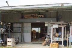 茨城県高萩市にあるたなつる工房では木工旋盤という機械を使い器やお皿を作るコースと糸ノコ盤カルチャーで気軽に木工体験ができるコースがあります どちらも年齢関係なく体験することができます  木のぬくもりを感じることができる木工製品は温かみがありしかも自分で作ったものは一生ものになります 自然のありがたさも身近に感じることができるこの体験は大変貴重な体験になります また高萩市の八幡宮にある県内最大級の巨大杉を使用したボールペンや万年筆の販売も行っています tags[茨城県]