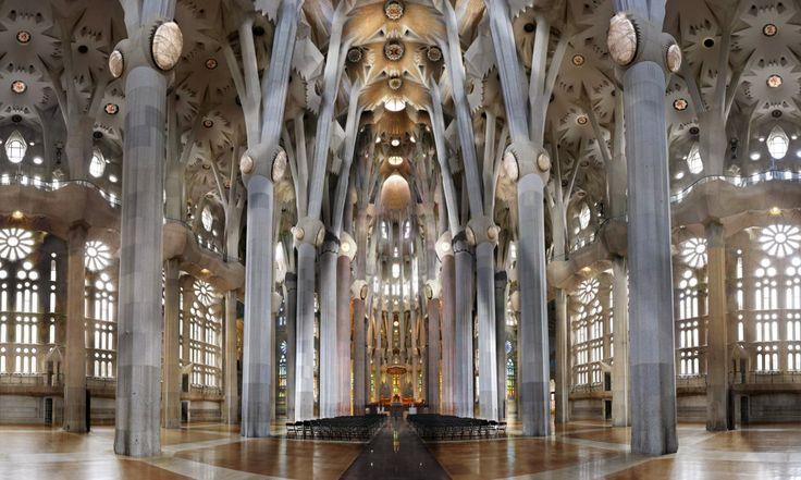 Sagrada Familia source: JF Rauzier Ceci est une eglise familiale qui est représenter de couleur tres clair ( qui vienne des carreaux ) on remarque la richesse du batiment par rapport a la structure intérieur