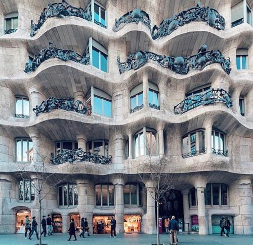 Casa Mila in Barcelona ________________________  Follow us @architecture.dose to see the most exclusive and luxurious architecture today!  ________________________ Credits to: Respective owner ________________________ Dont forget to like and comment on this amazing architecture ________________________ #bathroom #bathrooms #shower #bathroomgoals #dreambathroom #showers #design #designer #bighouse #lovelyhome #bathroomdesign #bigbathroom #luxurybathroom #showergoals #spa #indoorspa #design…