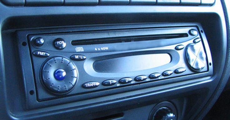 """Como redefinir o código de rádio em um Volvo. O sistema de segurança de um Volvo inclui um código que bloqueia o aparelho de som do carro. Eventos como uma bateria desconectada ou descarregada, acionamento do alarme do carro ou remoção do painel automaticamente bloqueará o aparelho de som. Quando ele está bloqueado, é mostrada a palavra """"Code"""" (Código) e não será possível operá-lo até que o ..."""