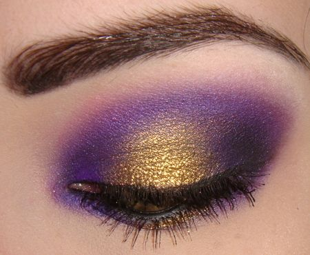 Flash of gold on the purple smokey eye. This is so pretty!