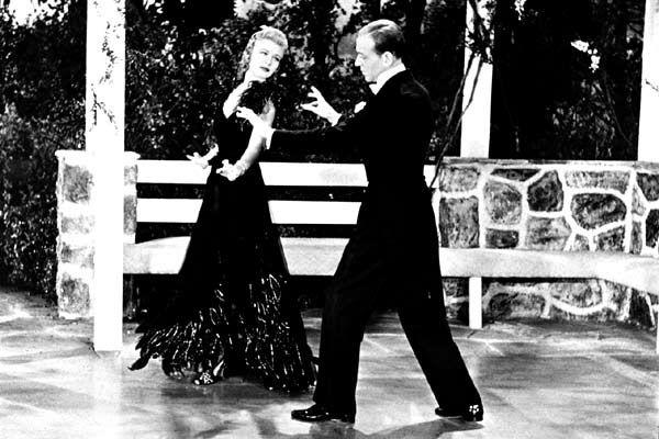 West Side Story Née avec l'avènement du parlant - condition sine qua non de son existence - la comédie musicale va prendre un essor inespéré aux Etats-Unis sous l'influence des spectacles de Broadway. C'est ainsi qu'elle va mettre à contribution les talents...
