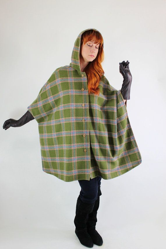 A chic wool 1960s reversible cape♥    <<Details>>  Size Large/one size fits most **PLEASE DOUBLE CHECK MEASUREMENTS**  Reversible hood  Wooden