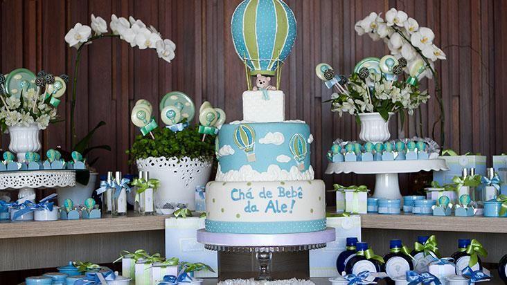 Tema para festa de menino pode mesclar tons de azul e verde, criando um ambiente delicado e, ao mesmo tempo, marcante