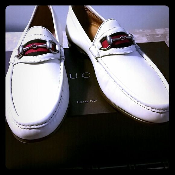 Brand new Gucci loafers for MEN Brand new never Been worn Gucci loafers perfect for all  special occasions!(For men ) also come with the shoe carrying bag. Gucci Shoes Flats & Loafers