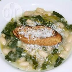 Фото рецепта: Суп из белой фасоли и шпината