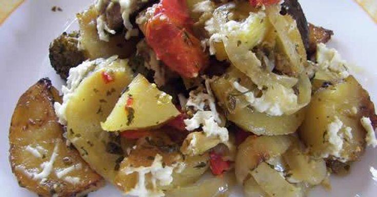 Εξαιρετική συνταγή για Πατάτες φούρνου με μανιτάρια. Μια μέρα που δεν ήθελα κρέας, έφτιαξα αυτές τις πατατούλες με ό,τι υλικά είχα. Βγήκαν πολύ νόστιμες. Ειδικά το κρεμμυδάκι που καραμέλωσε ήταν θαύμα. Σίγουρα θα τις ξαναφτιάξω.