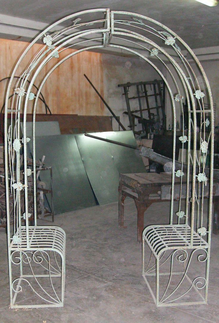 19 best images about vetrine strutture in ferro e for Strutture in ferro per case