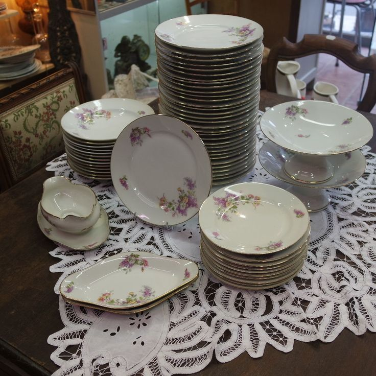 service de table en porcelaine limoges ann es 1930 d cor lilas 1540 65 ebay arts de la table. Black Bedroom Furniture Sets. Home Design Ideas
