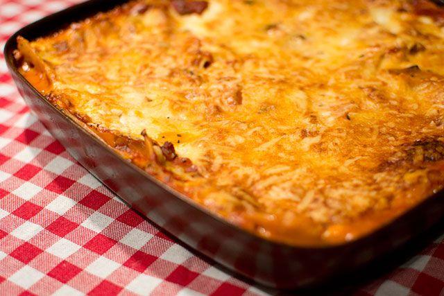 Vegetarisk lasagne med tomatsås och keso