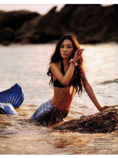 Sirena viva, En la playa.
