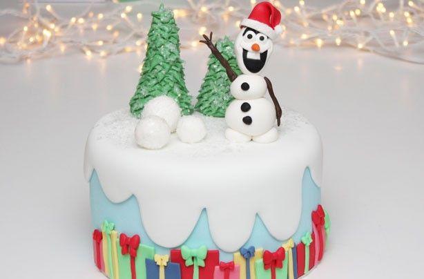 Frozen-inspired Christmas cake - 40 Christmas cake ideas
