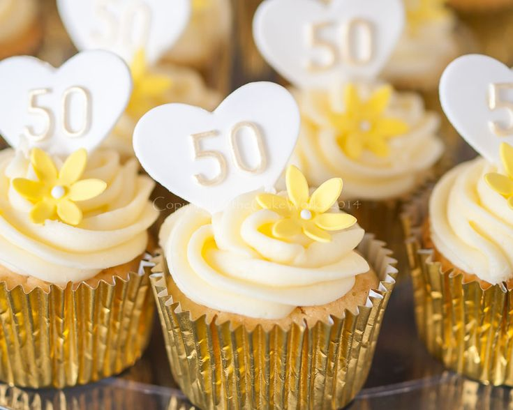 50th Wedding Anniversary Cupcake Ideas cakepins.com