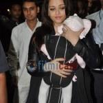Aishwarya Rai Bachchan snapped at Mumbai Airport with Baby Aaradhya  - Aishwarya Rai Bachchan snapped at Mumbai Airport with Baby Aaradhya    [gallery]