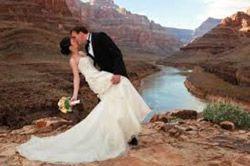 El paquete de boda temáticas incluye los servicios de un ministro que http://lasvegasnespanol.com/en-las-vegas/paquetes-de-bodas-en-helicoptero-sobre-el-gran-canon-desde-las-vegas/pueda realizar un religioso, civil o católico (no católico romano) Servicio en Español
