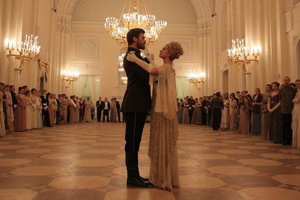 Başrollerini GQ Türkiye Şubat kapak yıldızı Farah Zeynep Abdullah ve yakışıklı oyuncu Kıvanç Tatlıtuğ'un paylaştığı, merakla beklenen dizi Kurt Seyit ve Şura dizisi 4 Mart'ta Star TV ekranında başlıyor