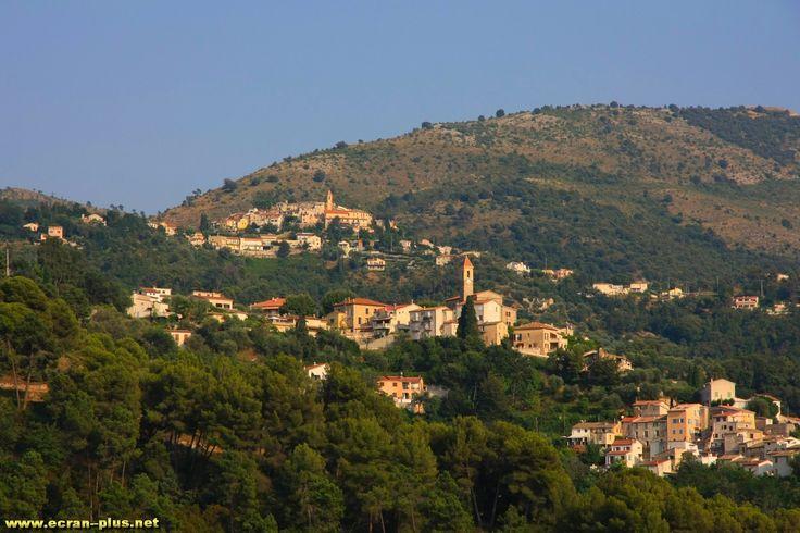 Vue sur Castagniers et Aspremont depuis la vallee du Var (06)