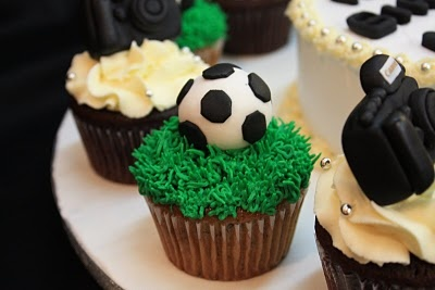 Soccer ball cupcakes.. these look better