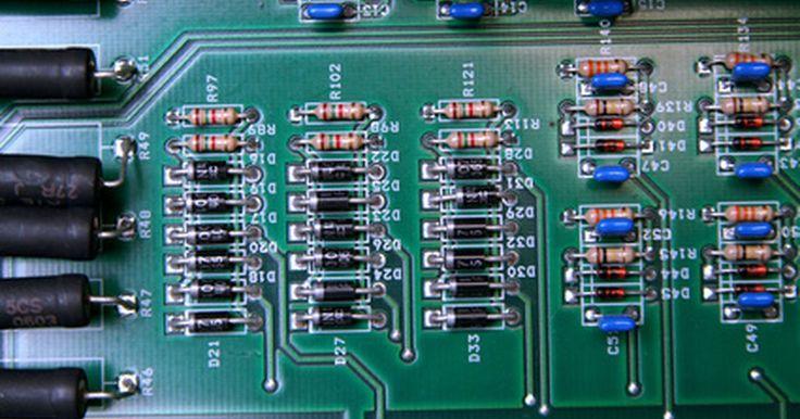 Características dos diodos de silício e germânio. Diodos retificadores são dispositivos eletrônicos utilizados para controlar o fluxo de corrente em uma direção dentro de um circuito elétrico. Dois materiais comumente utilizados na fabricação desses componentes são o silício e o germânio. Embora realizem funções semelhantes, existem algumas diferenças entre os dois que devem ser levadas em ...
