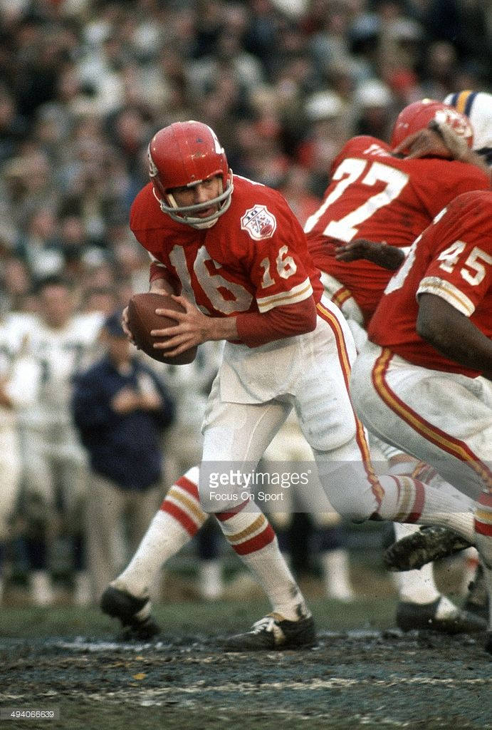 Len Dawson #16 of the Kansas City Chiefs drops back to pass against the Minnesota Vikings during Super Bowl IV on January 11, 1970