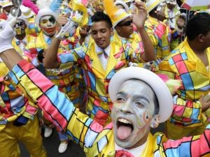 Das 'Tweede Nuwe Jaar' (Zweites Neues Jahr) ist heute dran, mit grossem Strassenfest in der Innenstadt . Wo, wie wann findet ihr hier:  http://www.capetownmagazine.com/events/Cape-Minstrels-Second-New-Year-Street-Parade/2013-02-01/11_37_54886
