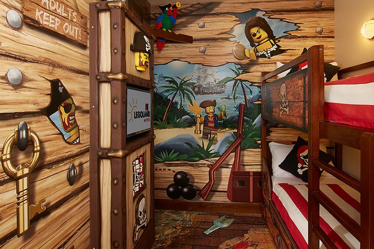Pirate kids sleeping area legoland fl orlando vacay for Kids pirate room