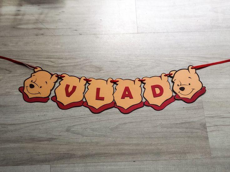Banner numerealizat manual din carton colorat, personalizat cu elemente de petrecere tematica Winnie De Plus  Dimensiunea unei litere este 10 x 11 cm, pretul afisat este pentru o litera