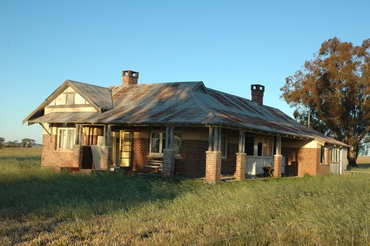 Abandoned farm houses old brick australian homestead for Australian country style homes