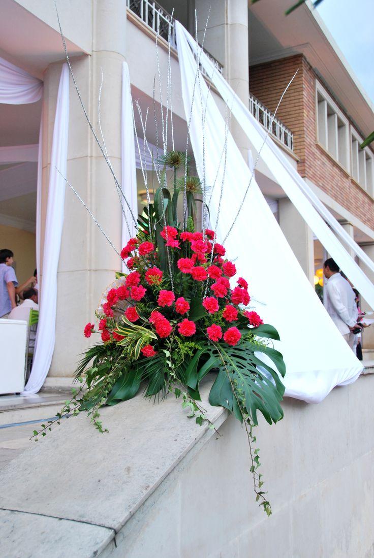 matrimonio gitano con flores naturales claveles