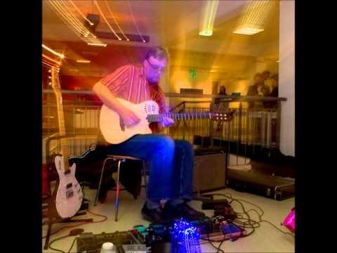 """Frank-Michael Preuss """"live"""" während der Veranstaltung """"Grenzlinien - Übergänge"""" von Christine Rohrbach und Sascha Windolph am 24.03.2012 im SofaLoft, Hannover, Jordanstrasse ...."""