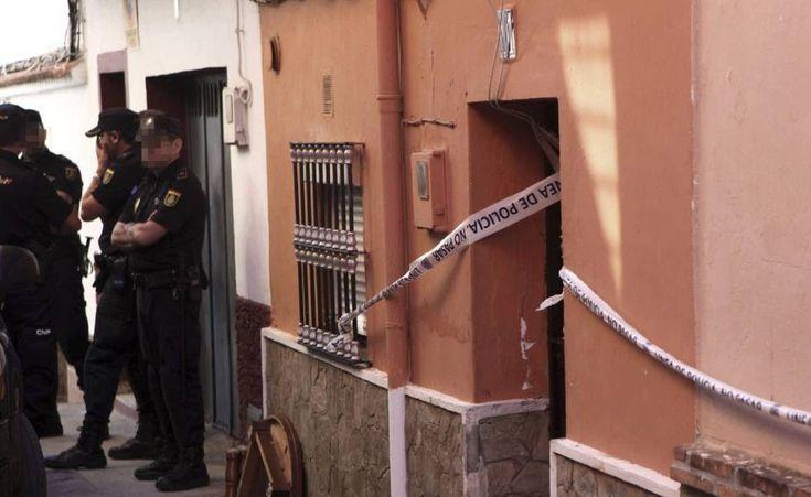 Detenida en Algeciras una sicaria venezolana acusada de asesinar a dos holandeses La arrestada iba camino de Tánger y está acusada de matar en República Dominicana a dos traficantes como represalia por perder una tonelada de droga #Sicarios#Policía Nacional #Puerto Algeciras #República Dominicana #Holanda #Detenciones #Caribe #Autoridades portuarias #Crimen organizado #Cuerpo Nacional Policía  http://www.miblogdenoticias1409.com/2018/01/detenida-en-algeciras-una-sicaria.html#more #News…