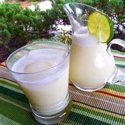 Selbstgemachte #Limonade auf brasilianisch mit etwas gesüßter Kondensmilch :-) http://de.allrecipes.com/rezept/12424/basilianische-limonade.aspx
