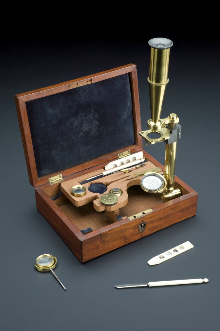 This microscope was developed between 1820 and 1827 by Charles Gould, an English microscope maker, and was first described in a catalogue in 1827.