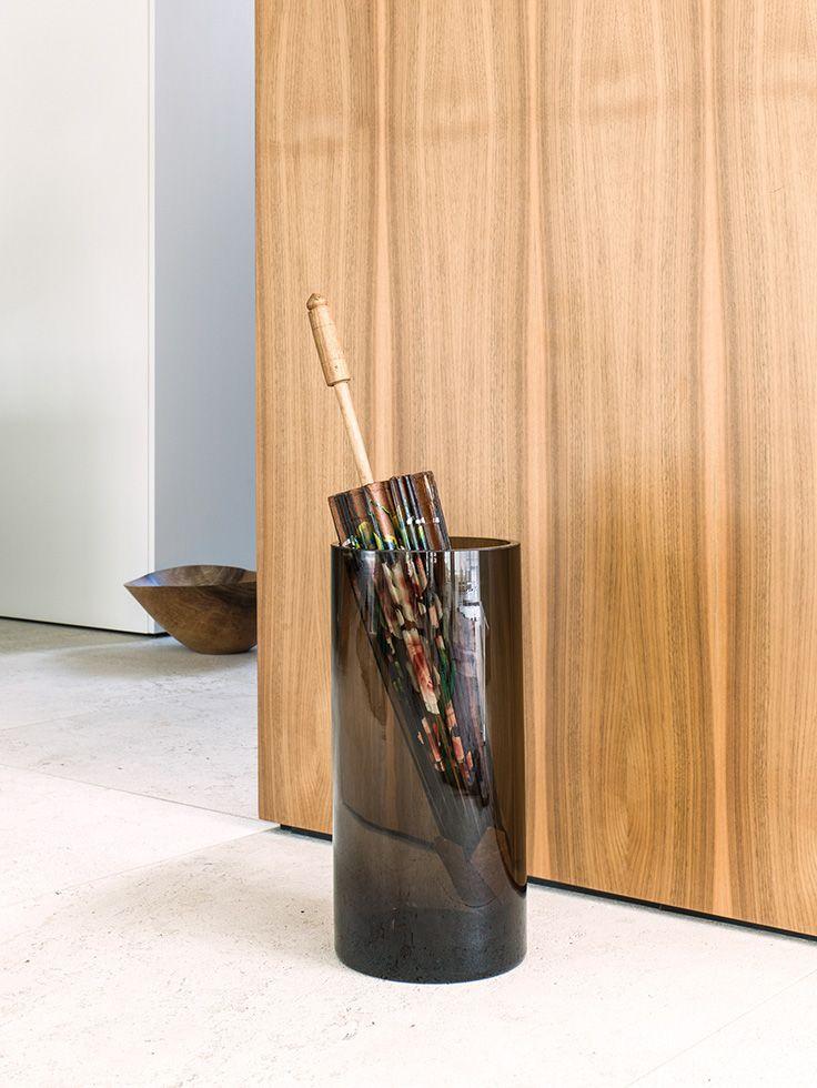 Schirmständer aus Klarglas oder Rauchglas. Design: Schönbuch Team