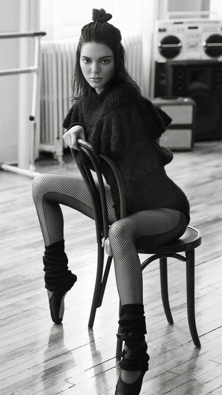 Kendall Jenner //Pinterest: JoaoGogues