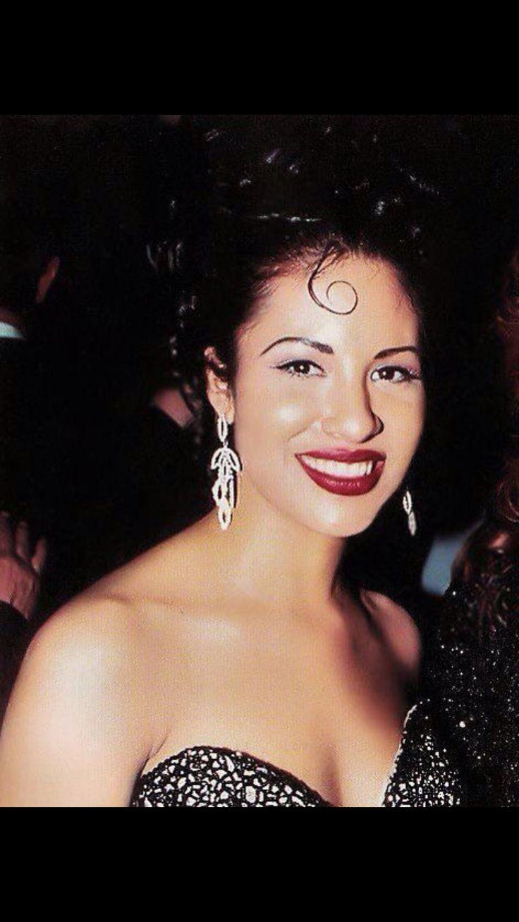 Selena looking beautiful at the Grammys
