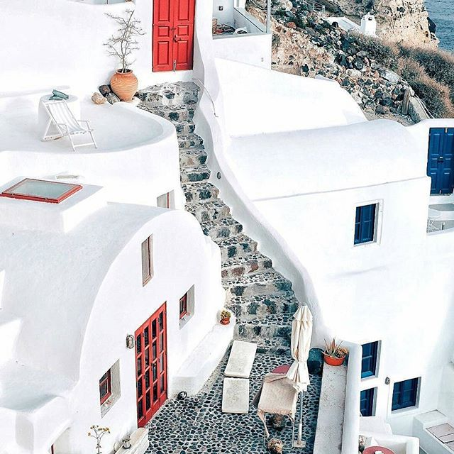 Oia, Santorini, Greece... Photo from @taniadesela! How about Santorini this summer? #thira #santorinigreece #santoriniisland #oia #cyclades #cyclades_islands #ig_cyclades #greekislands #greekisland #aegean #aegeansea #greece #greek #ig_greece #inst...