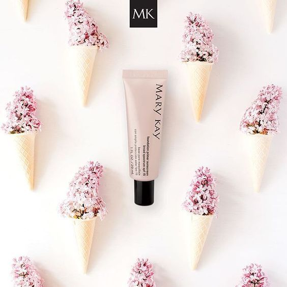 This lightweight gel glides on easily to fill in imperfections and dries quickly to a matte finish to create the perfect canvas for a flawless foundation application that enhances foundation benefits and extends wear.  SPF 15.