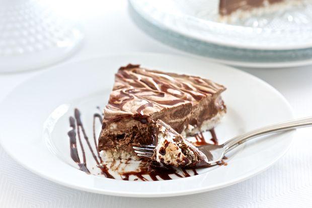 No-Bake Creamy Chocolate Coconut Pie. No grains, nuts, dairy, eggs or refined sugars. Yes please!!!
