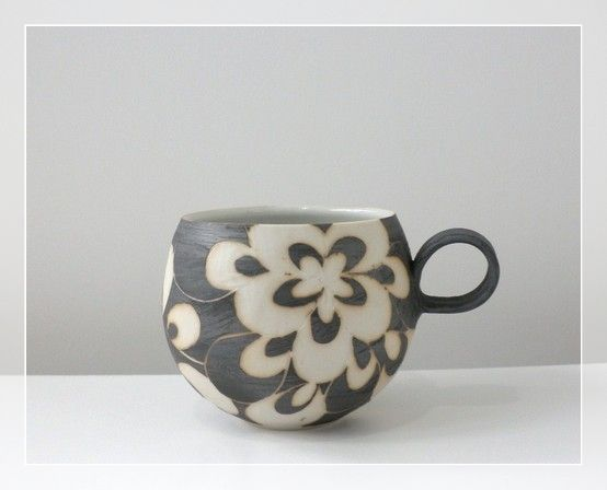Beautiful round and delicate. Handle shape and size complements taketoshi ito, hand carved ceramic cup