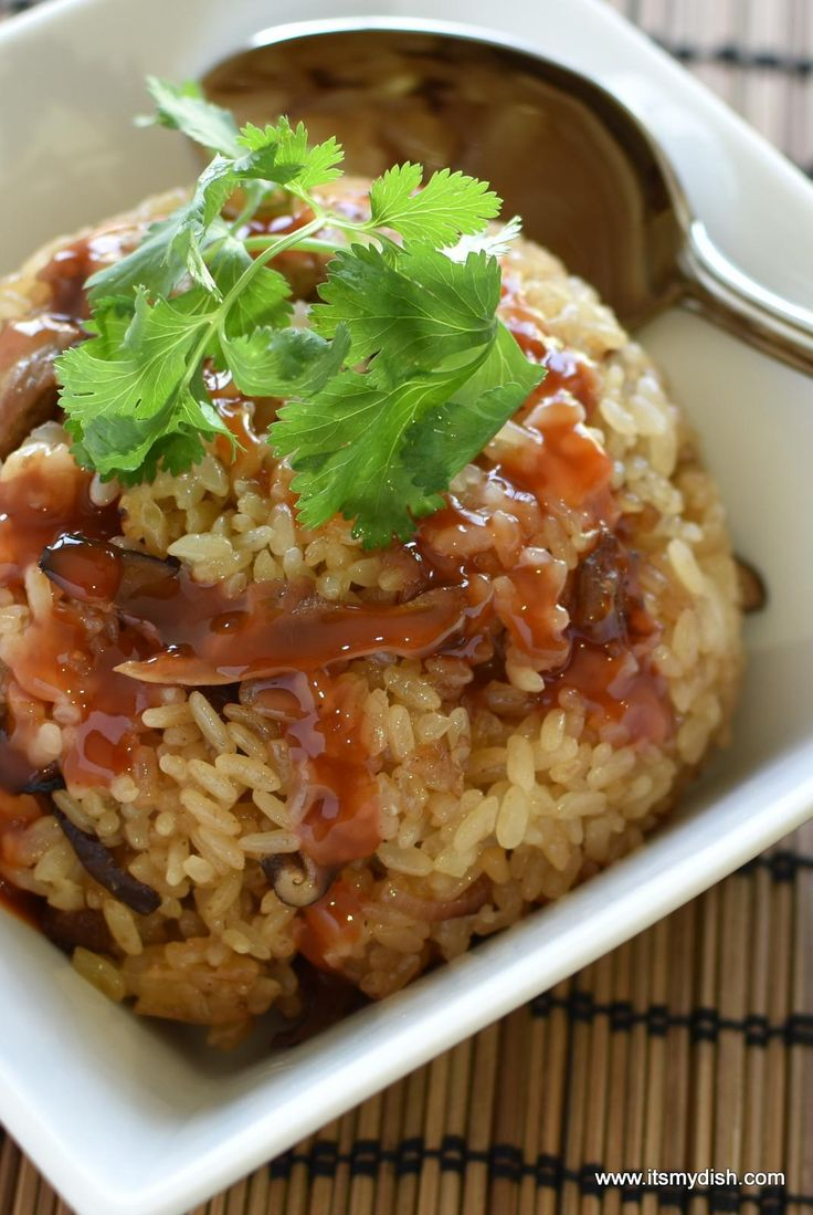 Taiwanese Sticky Rice recipe is easier than you think. Also known as Oil Rice or Glutinous Rice, this recipe uses the rice cooker and simple ingredients.