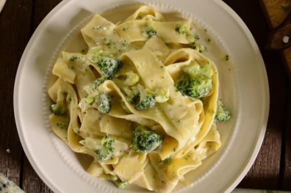 Pasta con broccoli e Philadelphia