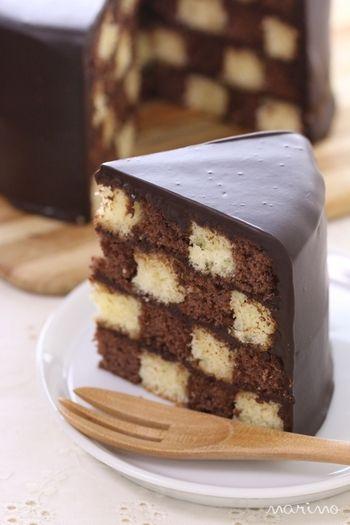 一見すると普通のケーキ。 切ってみると思わず「わぁ〜!」と声をあげてしまう可愛らしいケーキサンセバスチャン。
