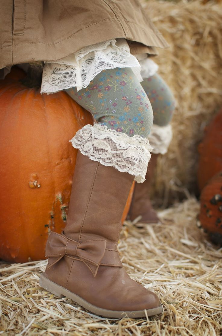 diy little girl boot socks. Gia get on these DYI projects I am finding you!