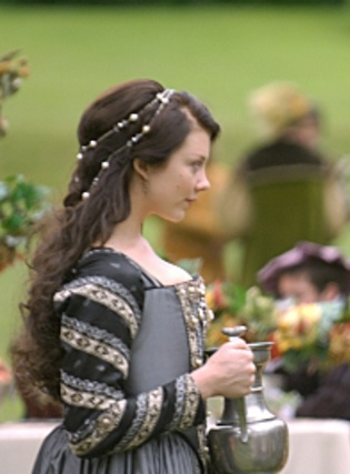 Natalie Dormer as Anne Boleyn in The Tudors. Her hair is perfection. Gorgeous looks for wedding hair ideas.