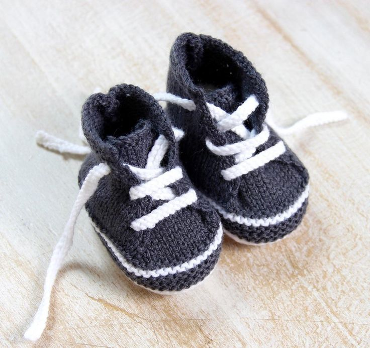 """These little baby booties are made on 2 straight needles, top down in one piece.You'll receive complete directions explained step by step.Size : Newborn / 3 monthsMeasurements : Sole : 8,5 cm Height : 6 cm Width : 4,5 cm Materials : Wool Phildar """" Super Baby """" 30 % Wool 70 % Acrylic 25 grams ball/ 107 meters Cygne ( White : 0025 ) : 1 ball Souris ( Dark Gray / 0111) : 1 ball One pair each 2,5 mm and 3 mm Knitting Needles Tension : Using 3 mm needles, 40 rows x..."""